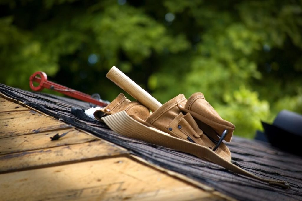 installing residential roof